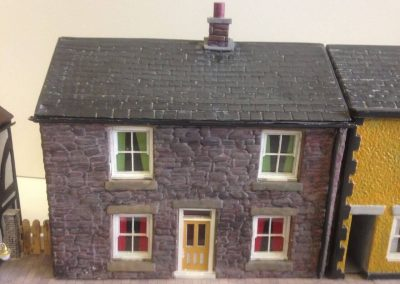 p-553-0022934_o-gauge-low-relief-cottage-without-alleyway-stone-finish